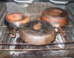Как чистить сковородки снаружи от жира и нагара в домашних условиях