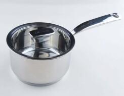 Для чего нужен сотейник и что в нем готовить: отличия от сковороды