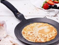 На какой сковороде лучше жарить блины: рейтинг блинниц