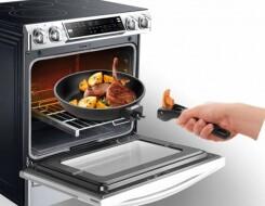 В какой сковородке можно запекать в духовке: список разрешенной посуды