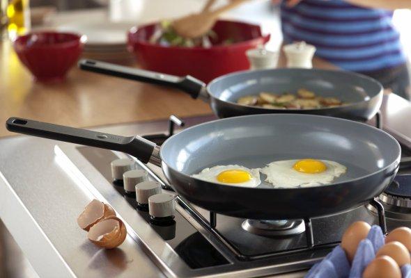 Алюминиевая сковорода подходит для приготовления завтрака