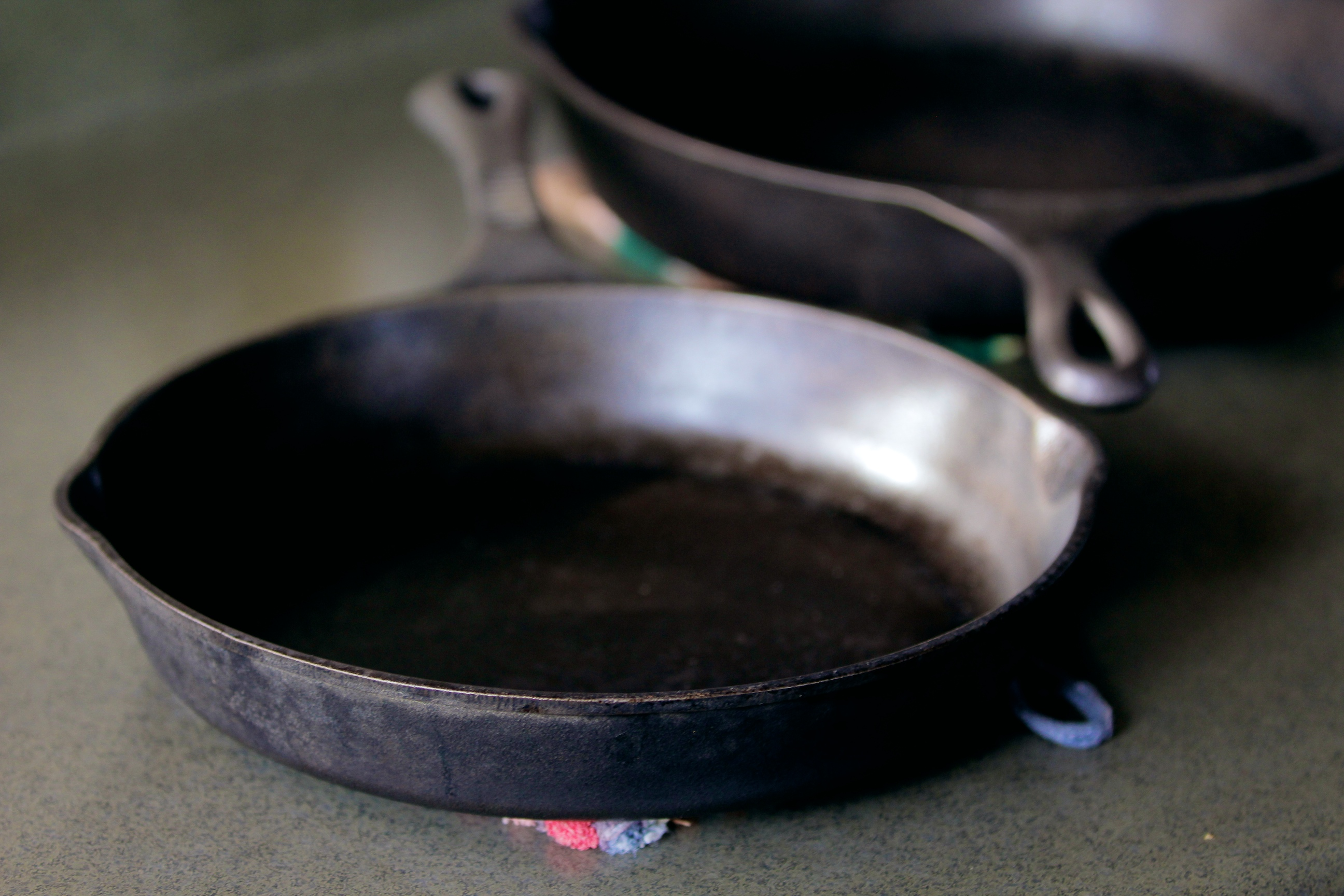 Фото чугунных сковородок