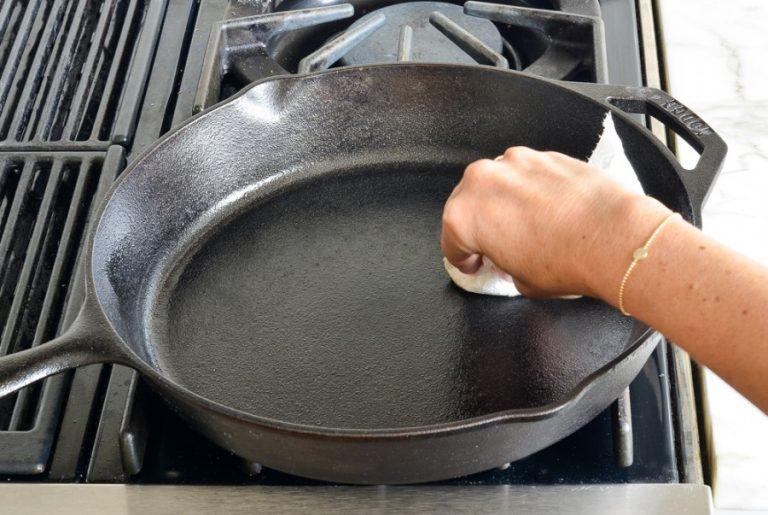 Как подготовить чугунную сковороду