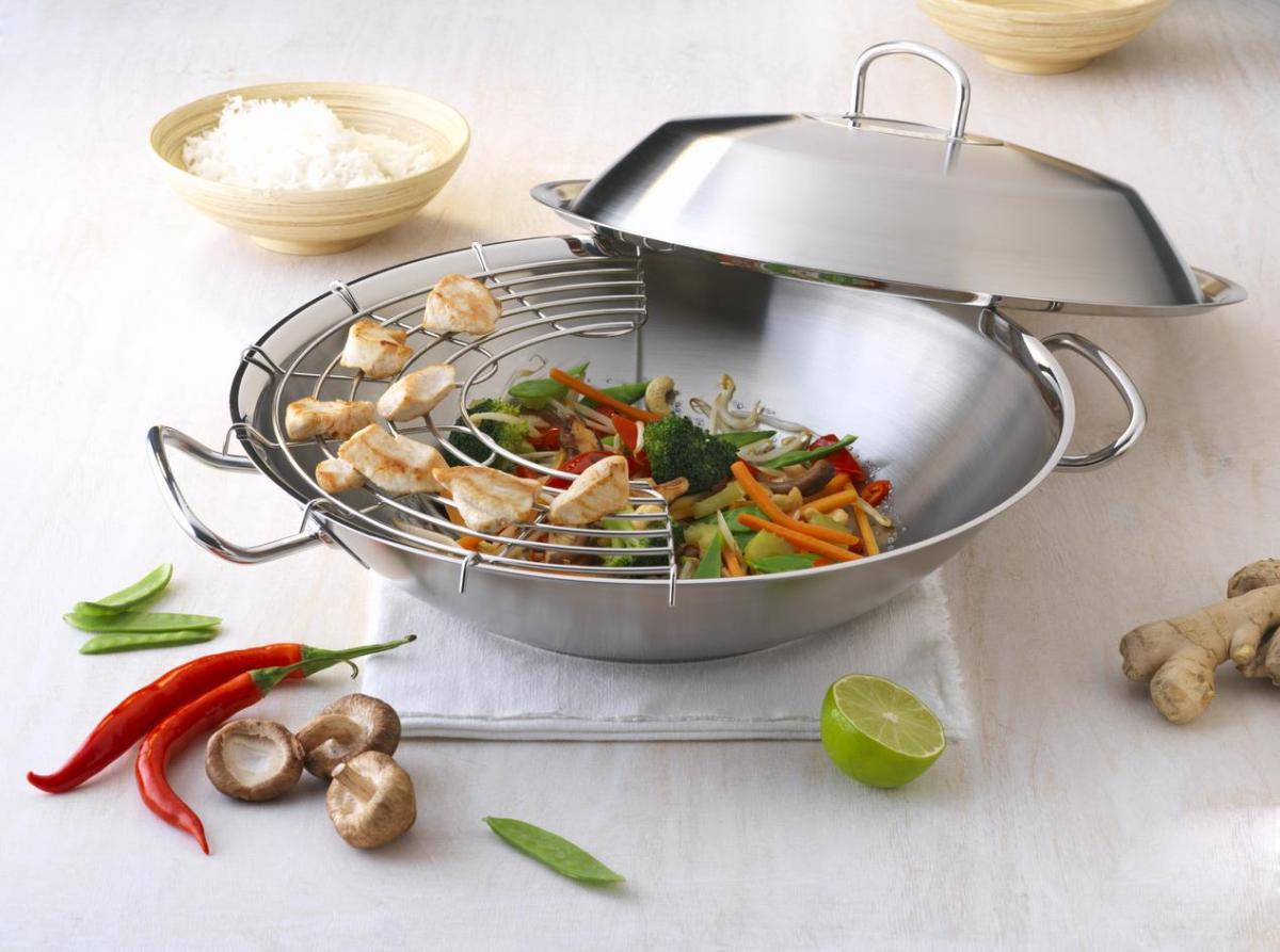 Приготовление на пару в сковороде вок