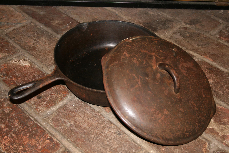 Чугунная сковорода с ржавчиной