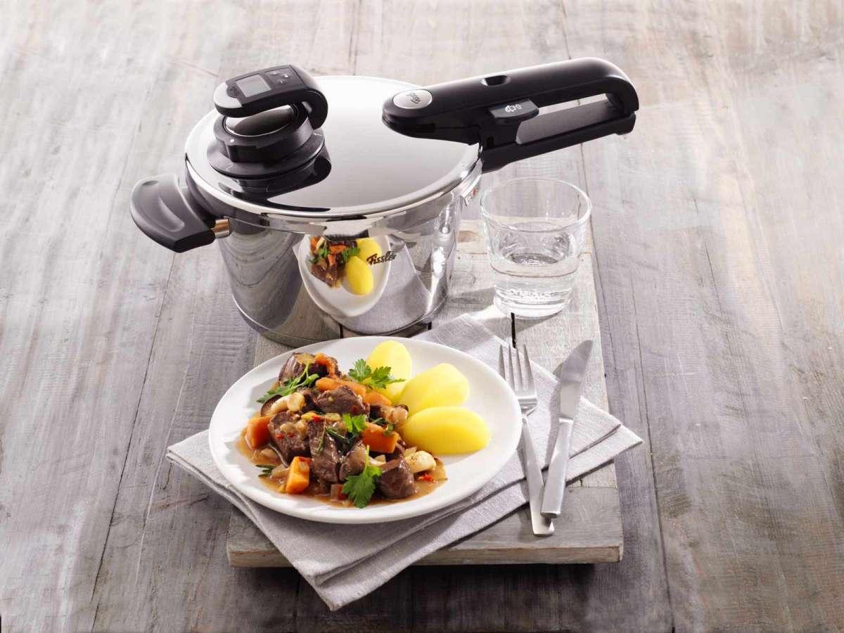 Фото скороварки с мясом и овощами