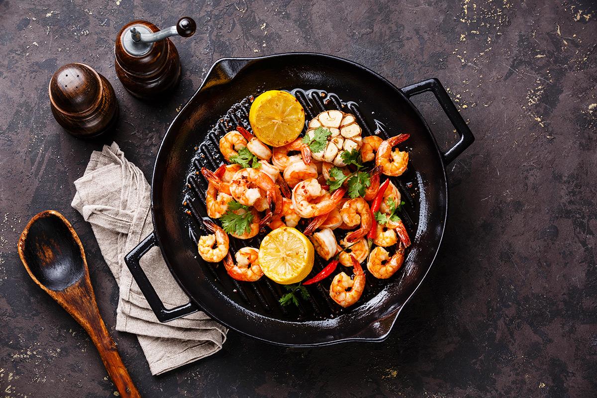 Сковорода чугунная с едой