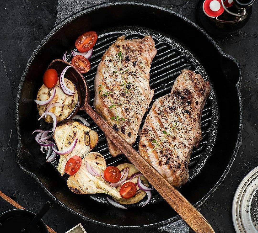 Сковорода гриль Fissman с мясом