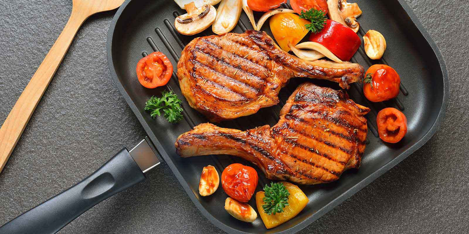 Сковорода гриль с пищей