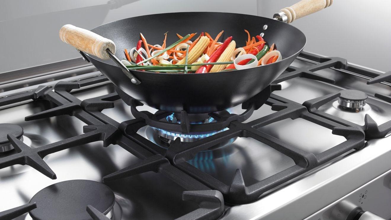 Фото сковороды на газовой плите