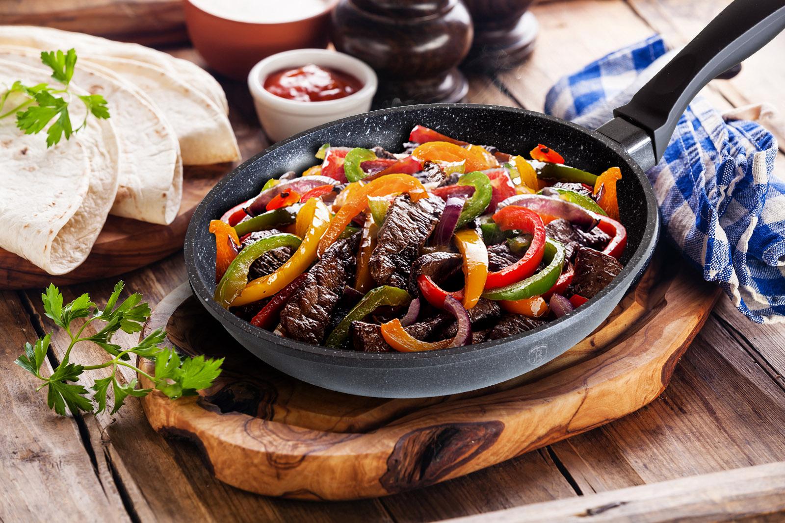 Гранитная сковорода с мясом