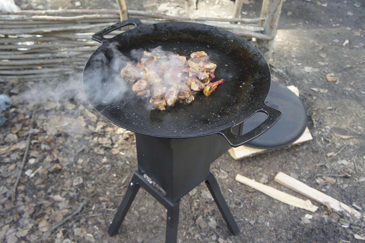 Сковорода-садж на огне