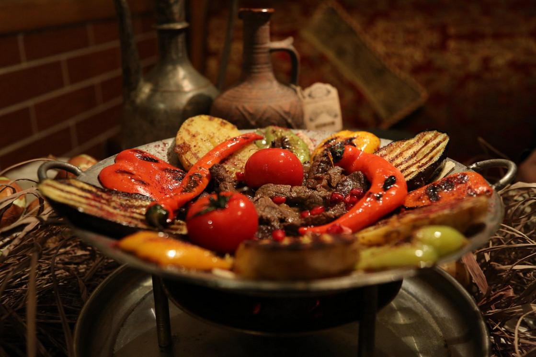 Сковорода-садж с мясом и овощами