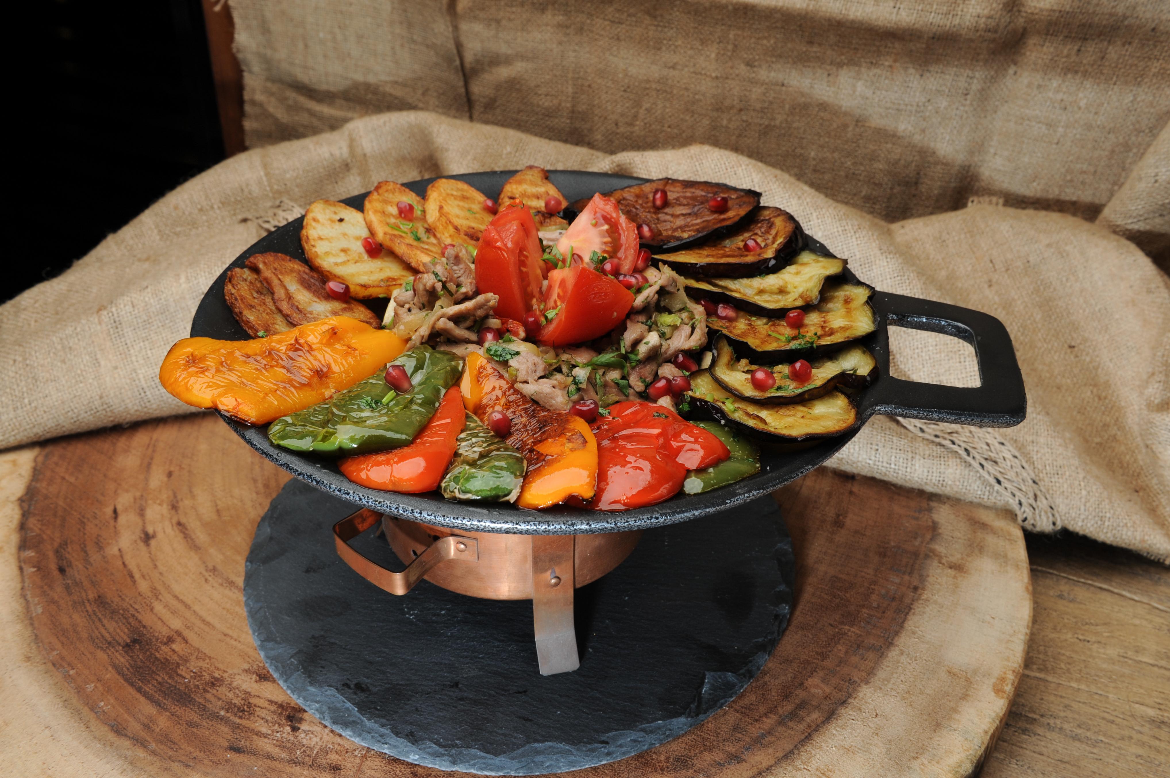 Сковорода-садж с овощами