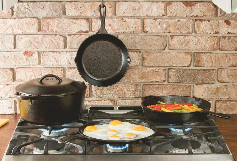 Сковородки на плите