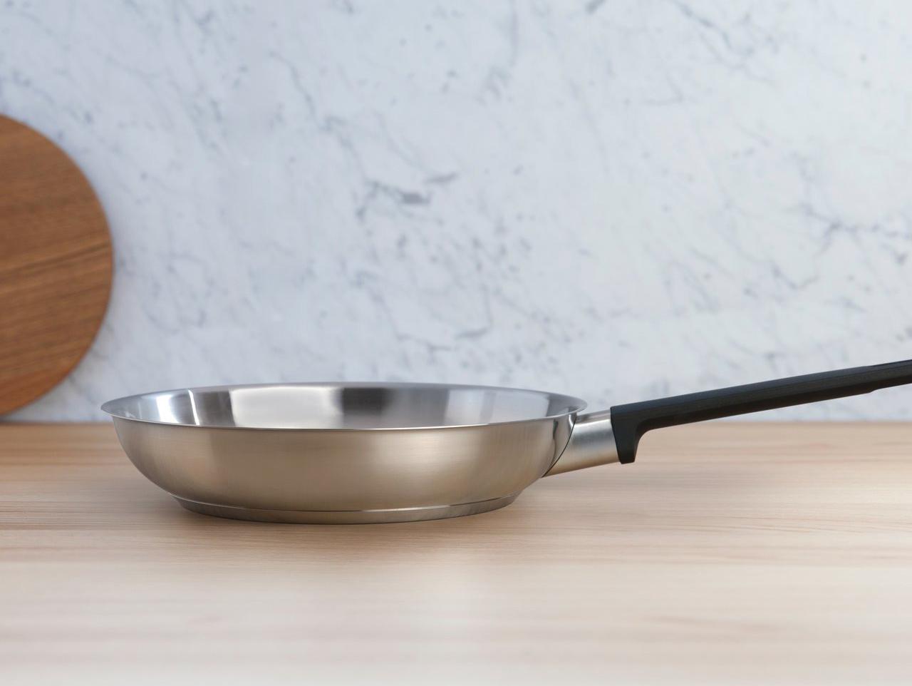 Фото стальной сковороды
