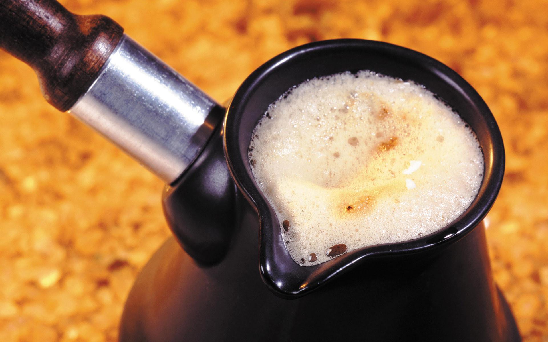 Турка с кофе на молоке