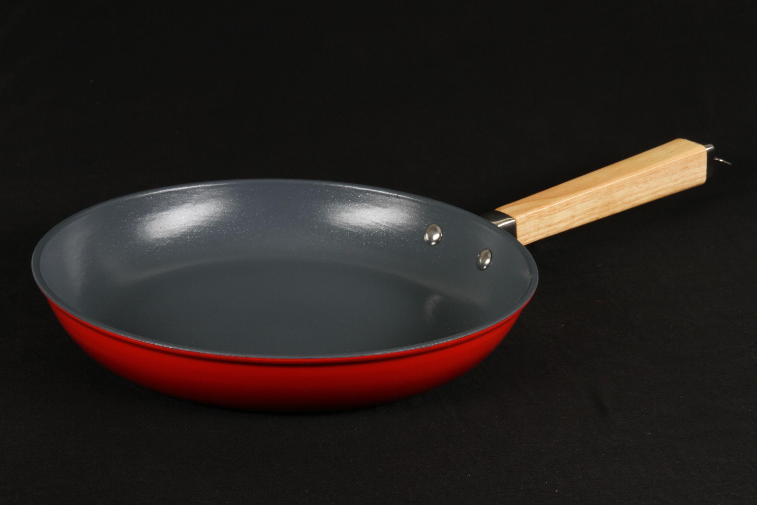 Чугунная сковорода с керамическим покрытием