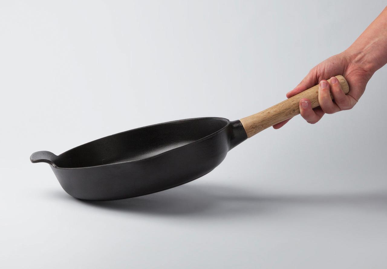 Фото чугунной сковороды BergHOFF