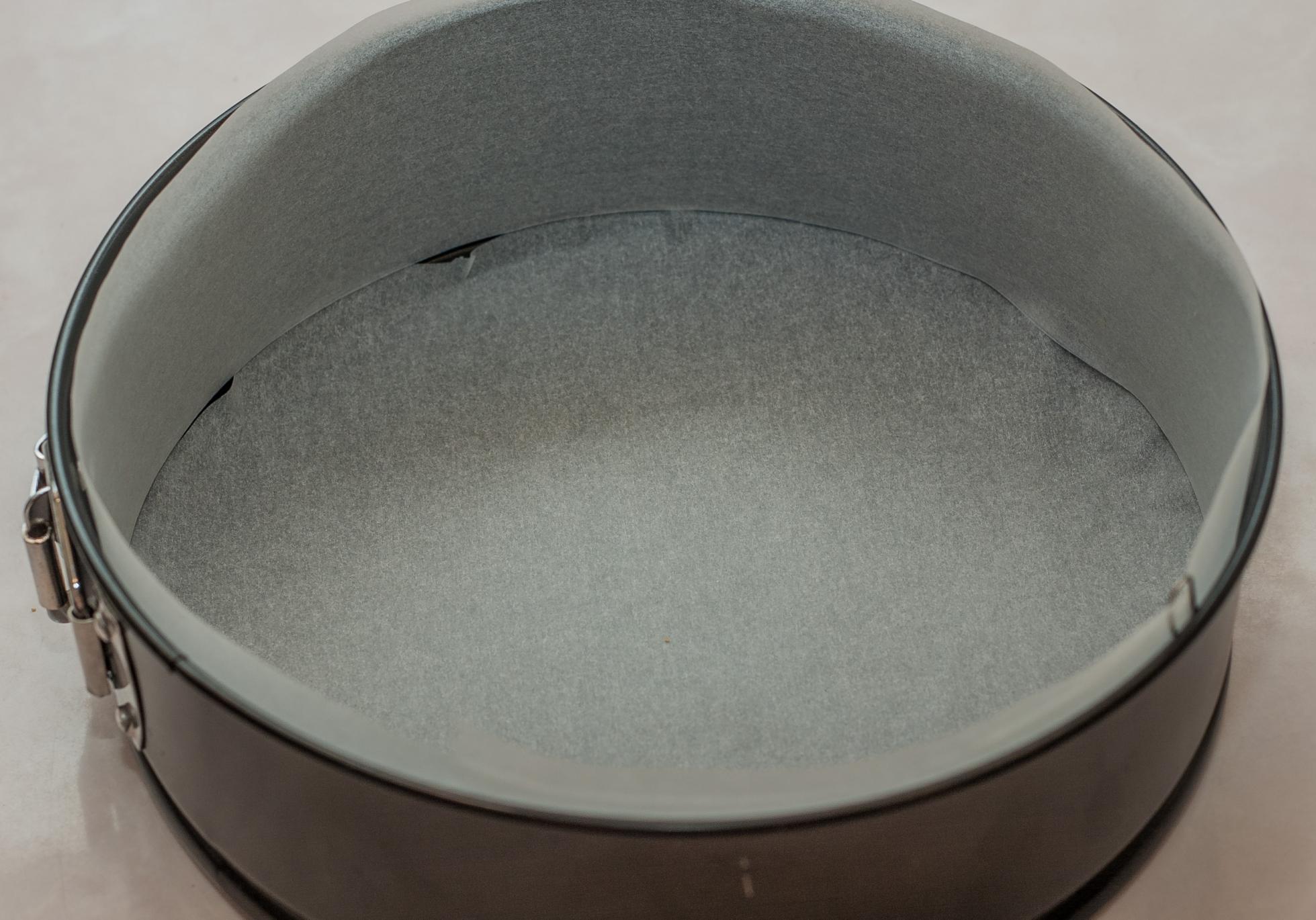 Форма для выпечки с пергаментом