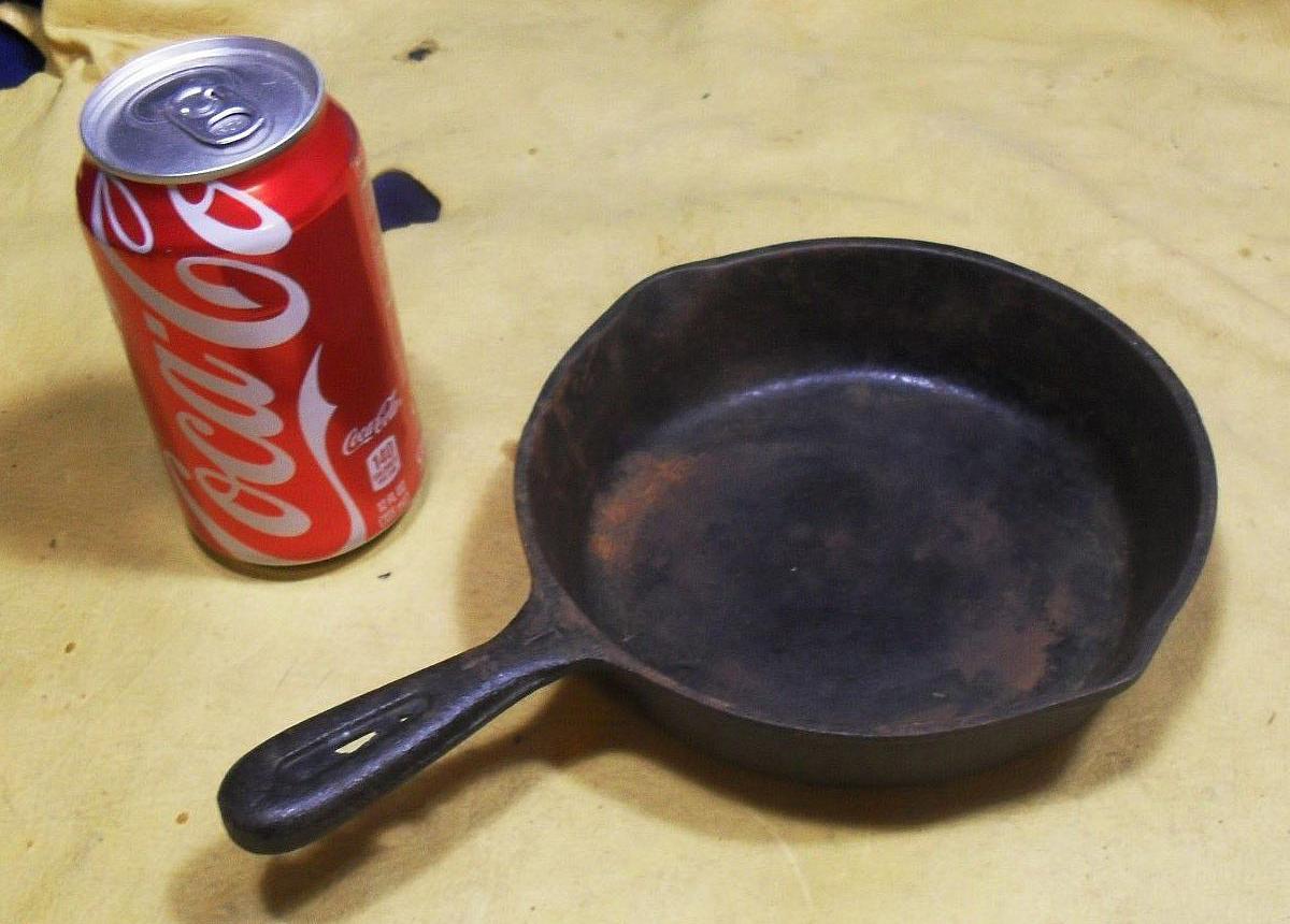 Кока-кола и сковорода