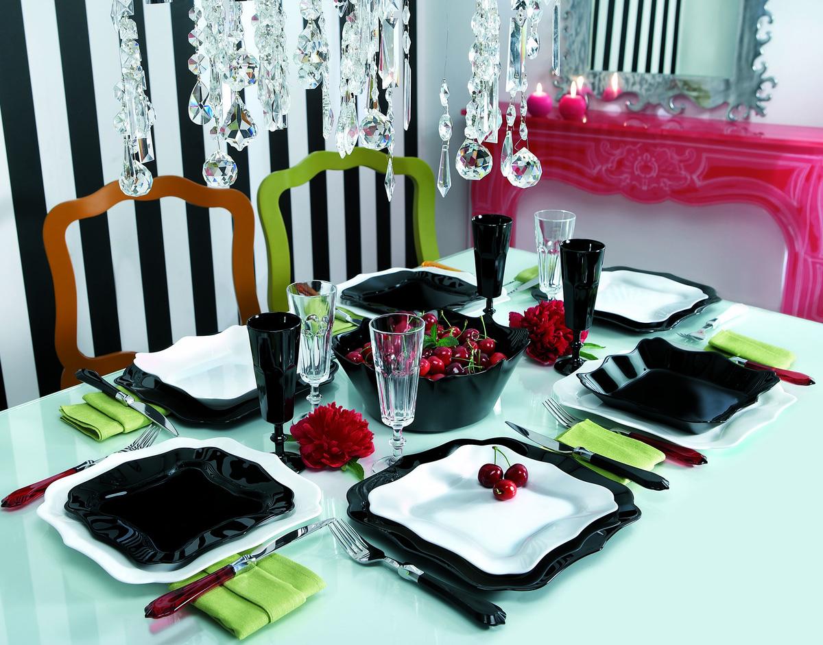 Посуда Люминарк черно-белая на столе