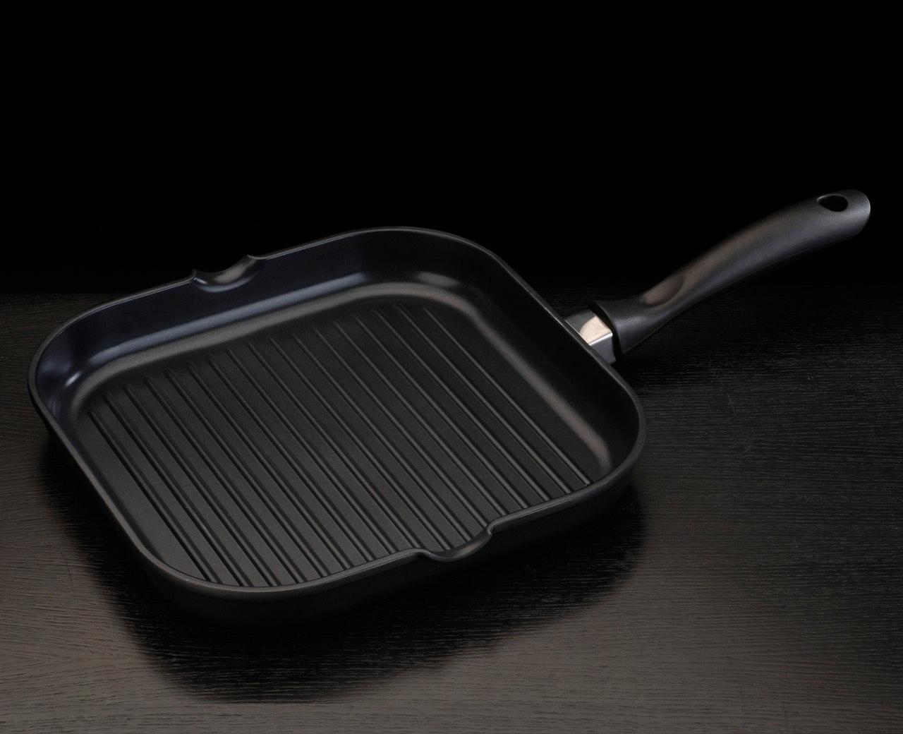 Фото сковороды гриль с титановым покрытием