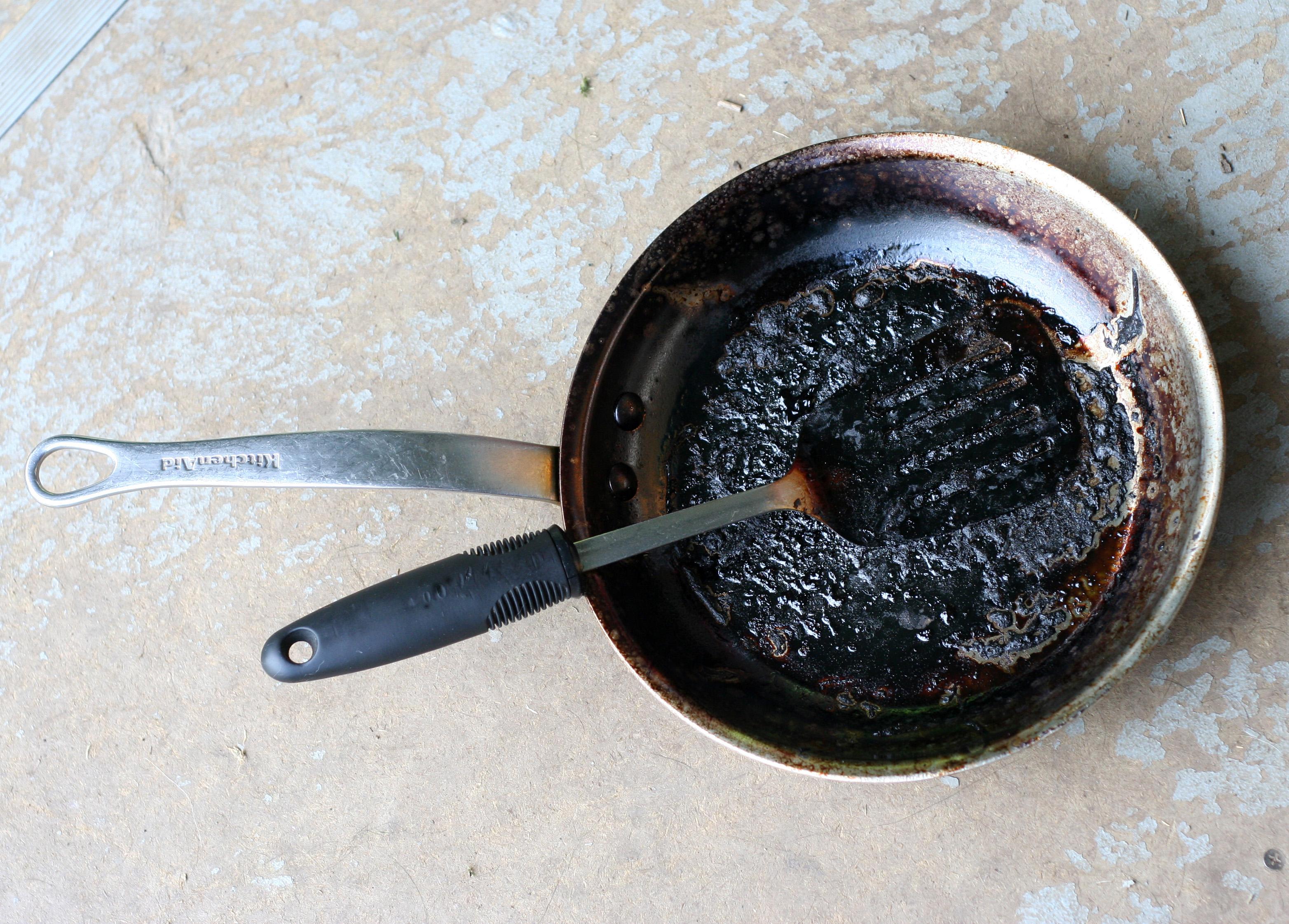 Фото сковороды с нагаром