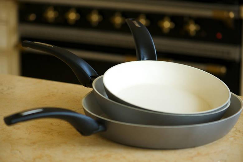 Как убрать нагар с керамической сковороды