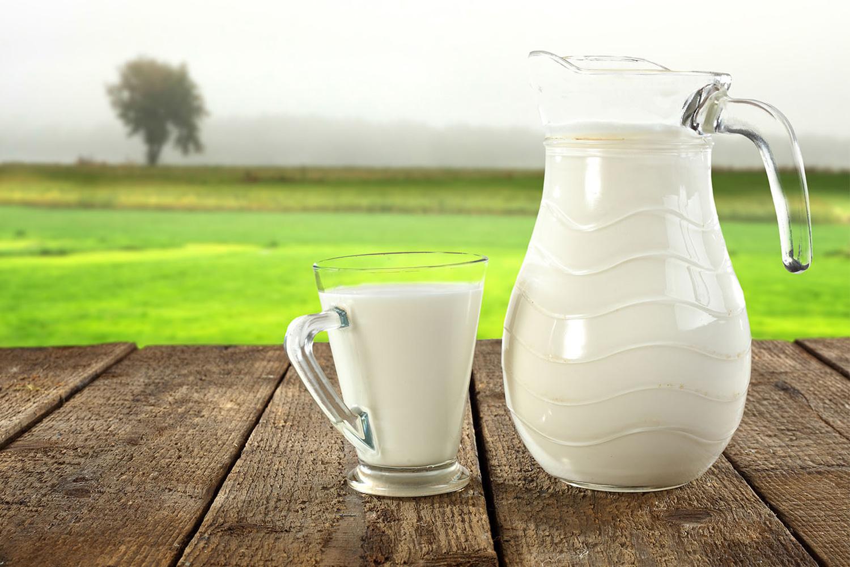 Использование прокисшего молока для чистки кастрюль