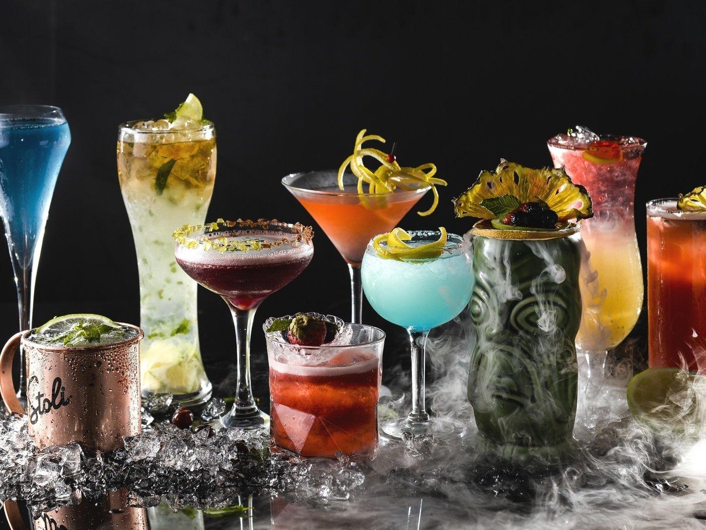 Бокалы с коктейлями