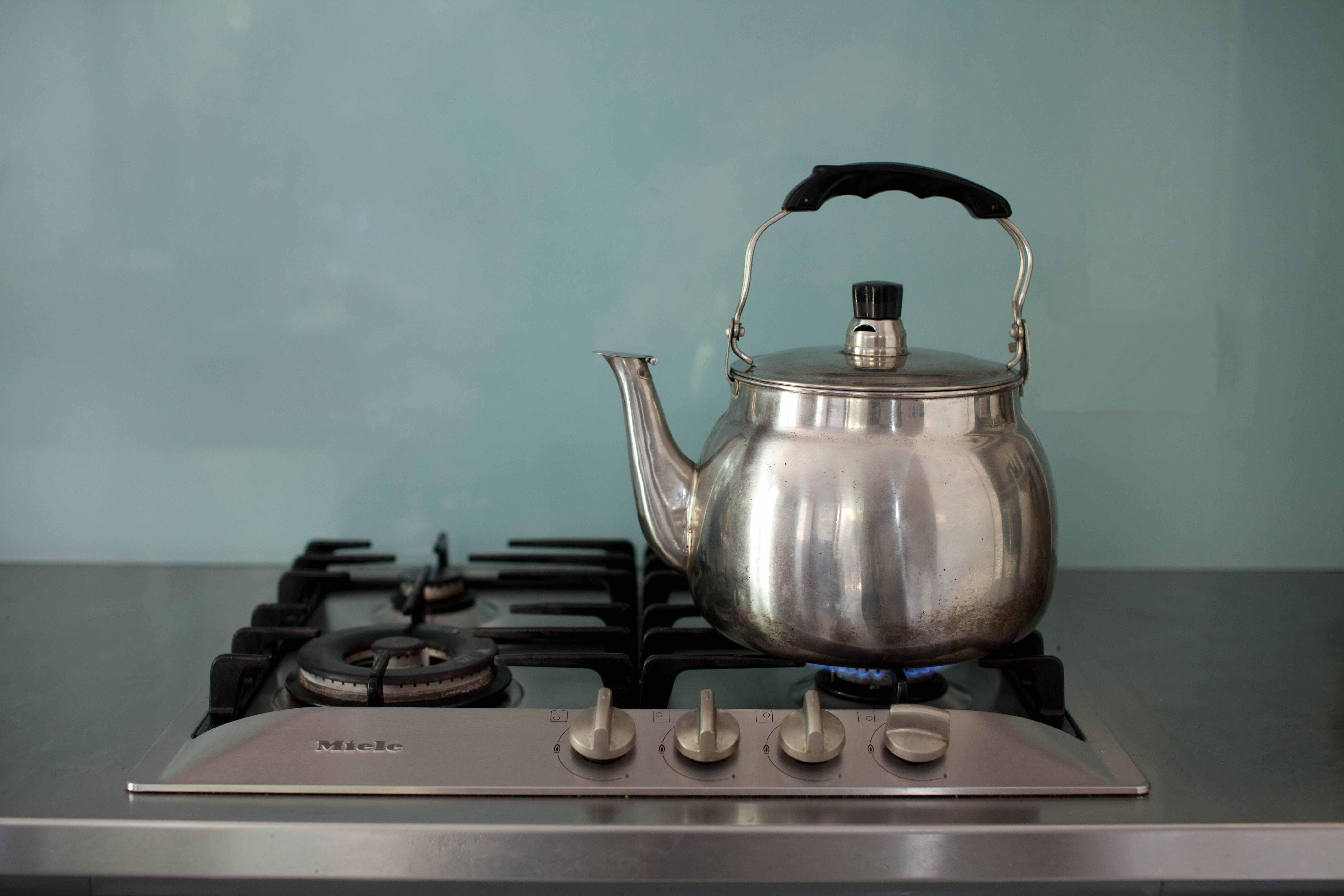 Чайник на газовой плите