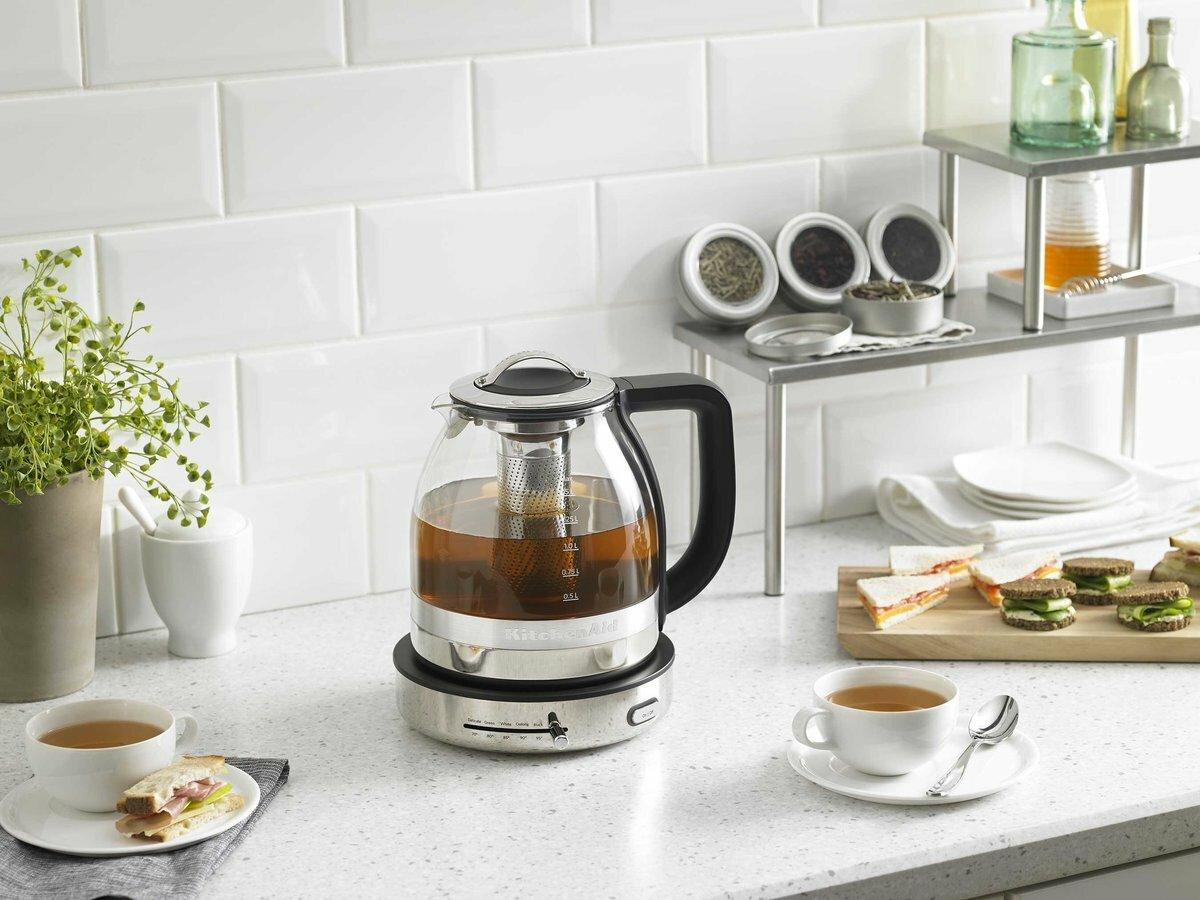 Чайник электрический на кухне