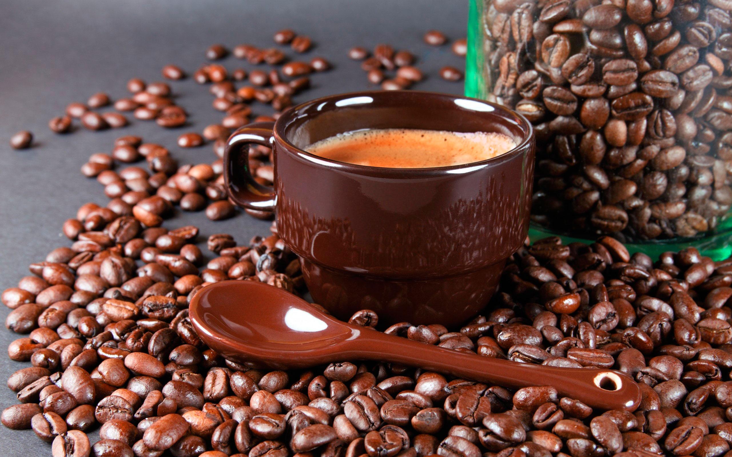 Керамическая чашка с кофе