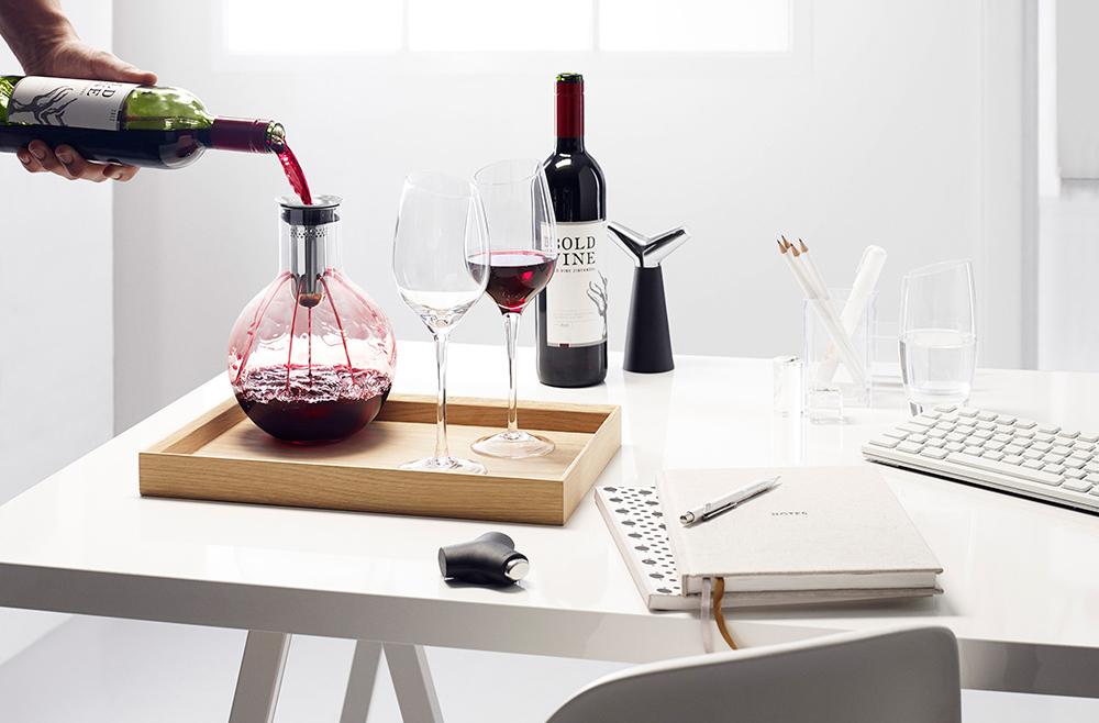 Декантер с вином