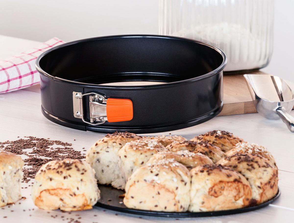 Форма для выпеки с булочками