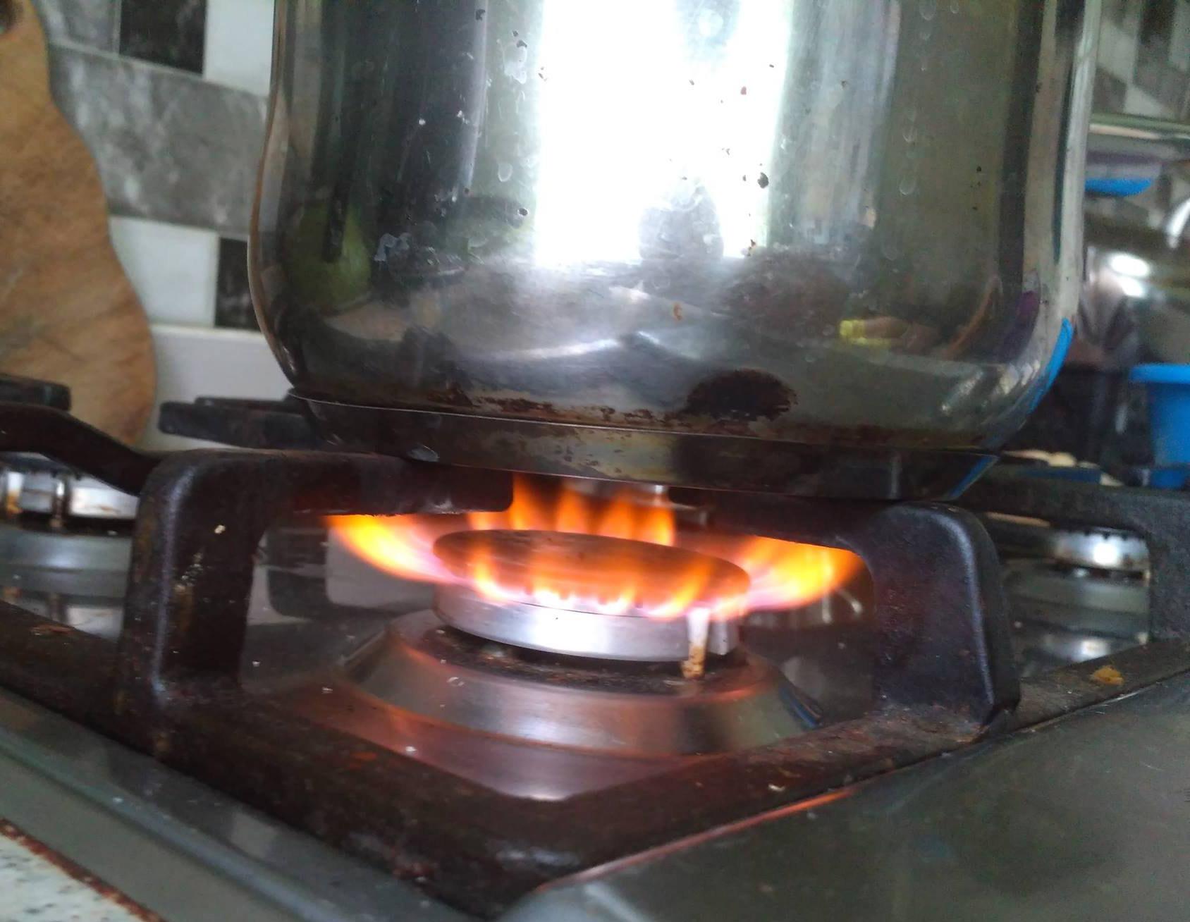 Кастрюля на сильном огне