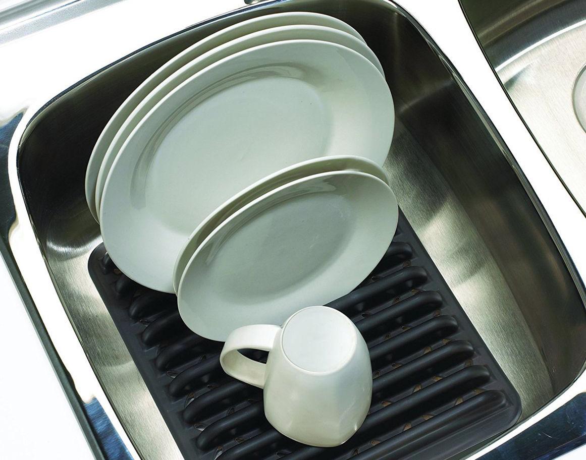 Посуда на сушилке