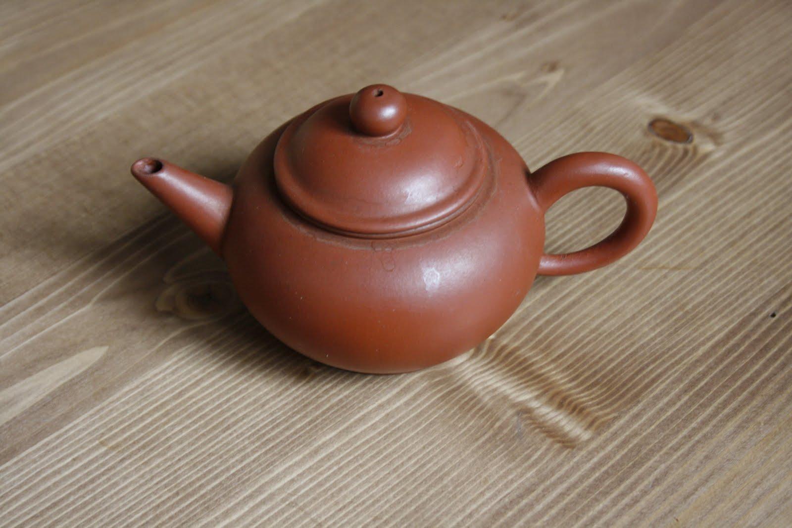 Фото заварочного чайника из глины