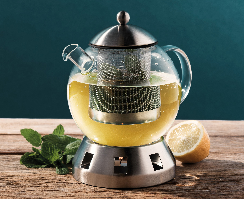 Заварочный чайник с чаем