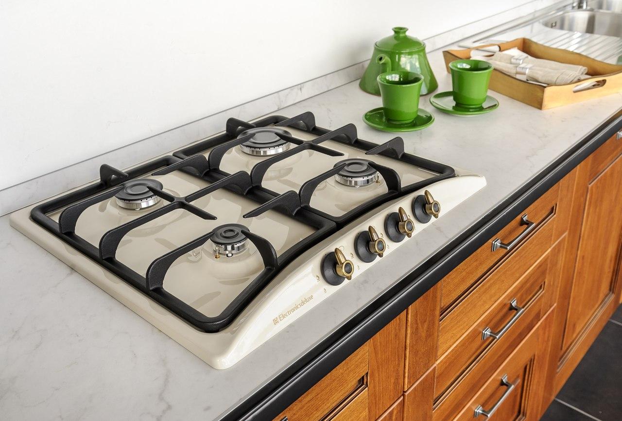 Чистая плита на кухне