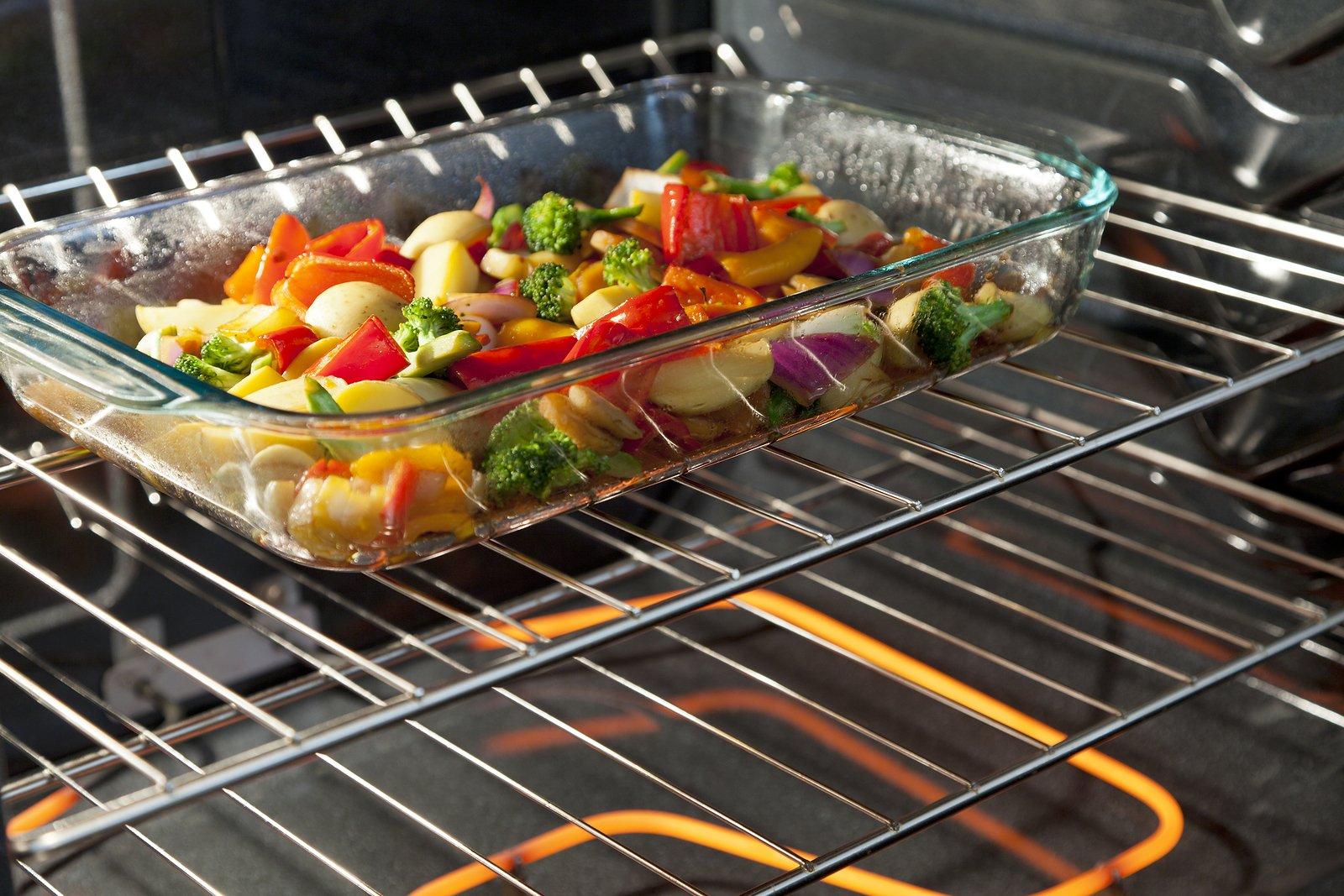 Форма с овощами в духовке