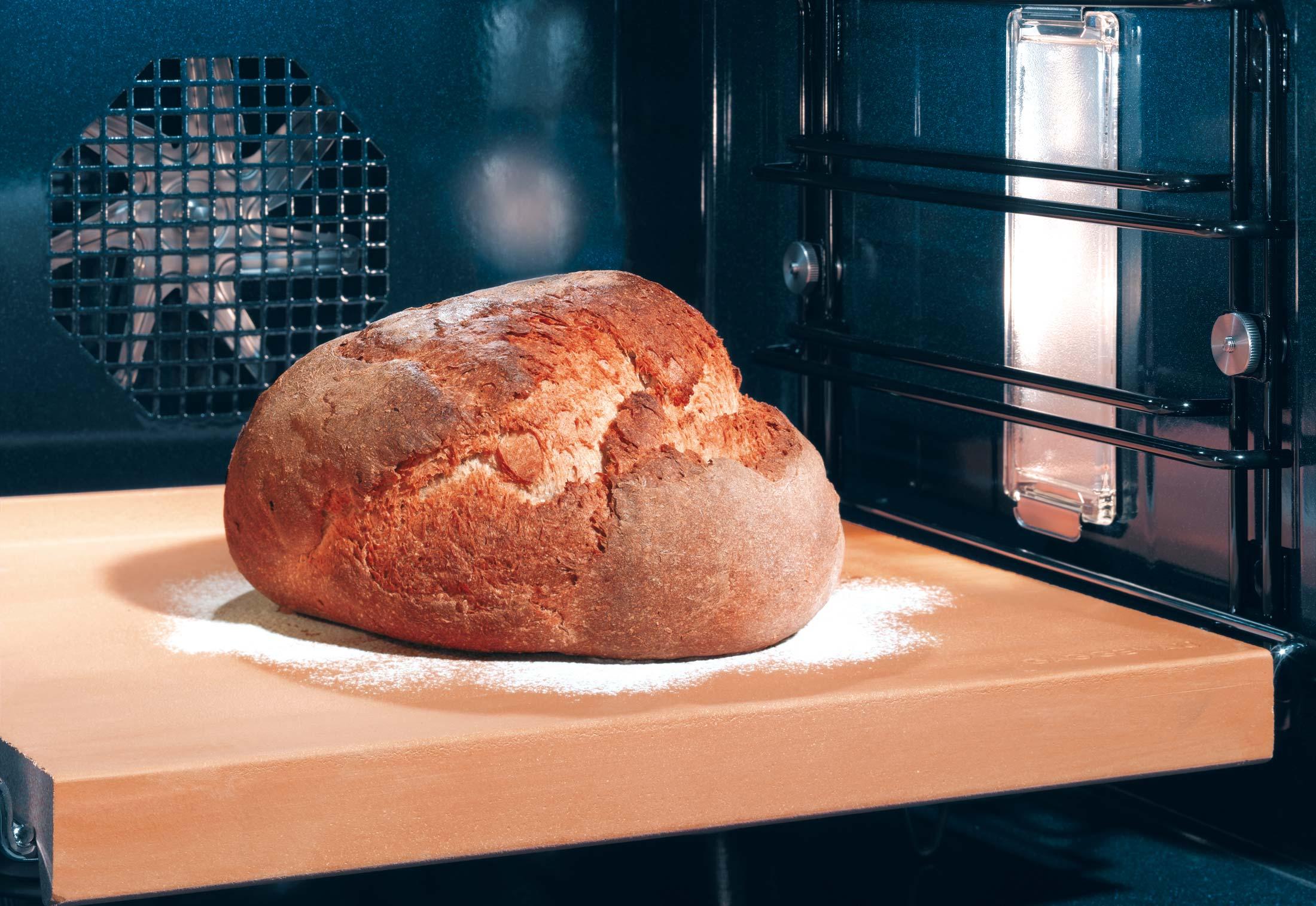 Хлеб на пекарском камне