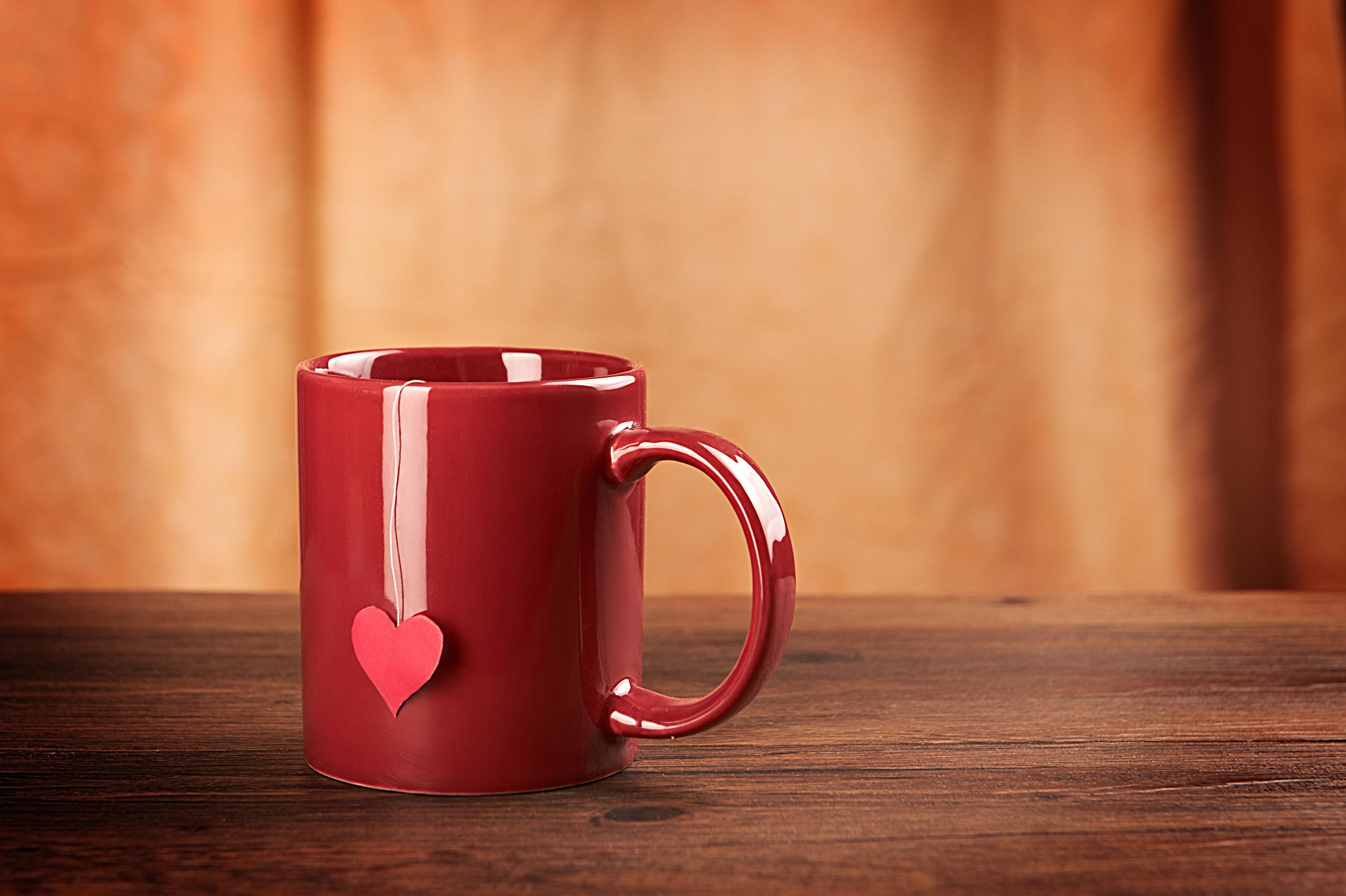 Керамическая кружка с чаем
