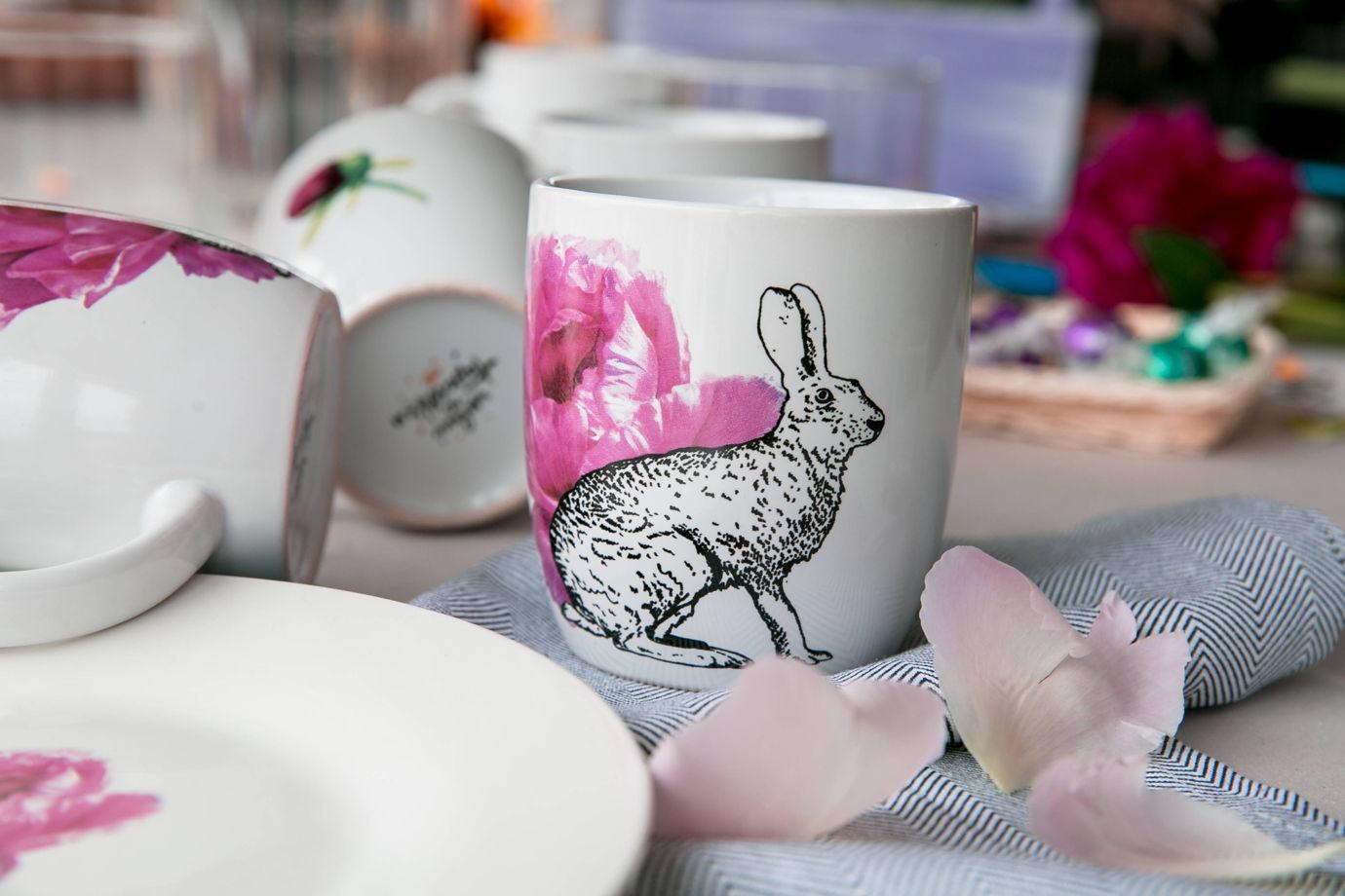 Керамическая кружка с зайцем
