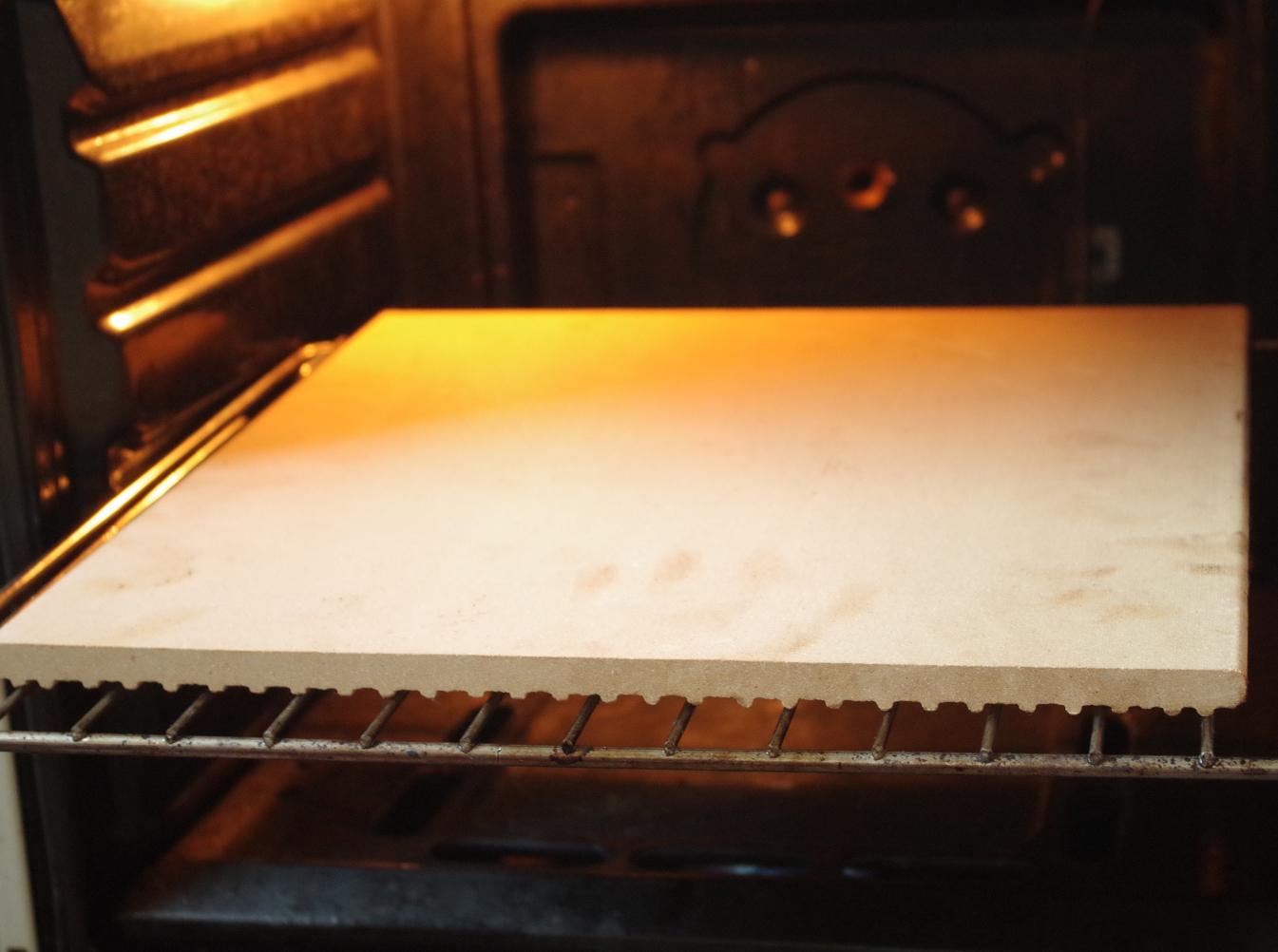 Пекарский камень в духовке