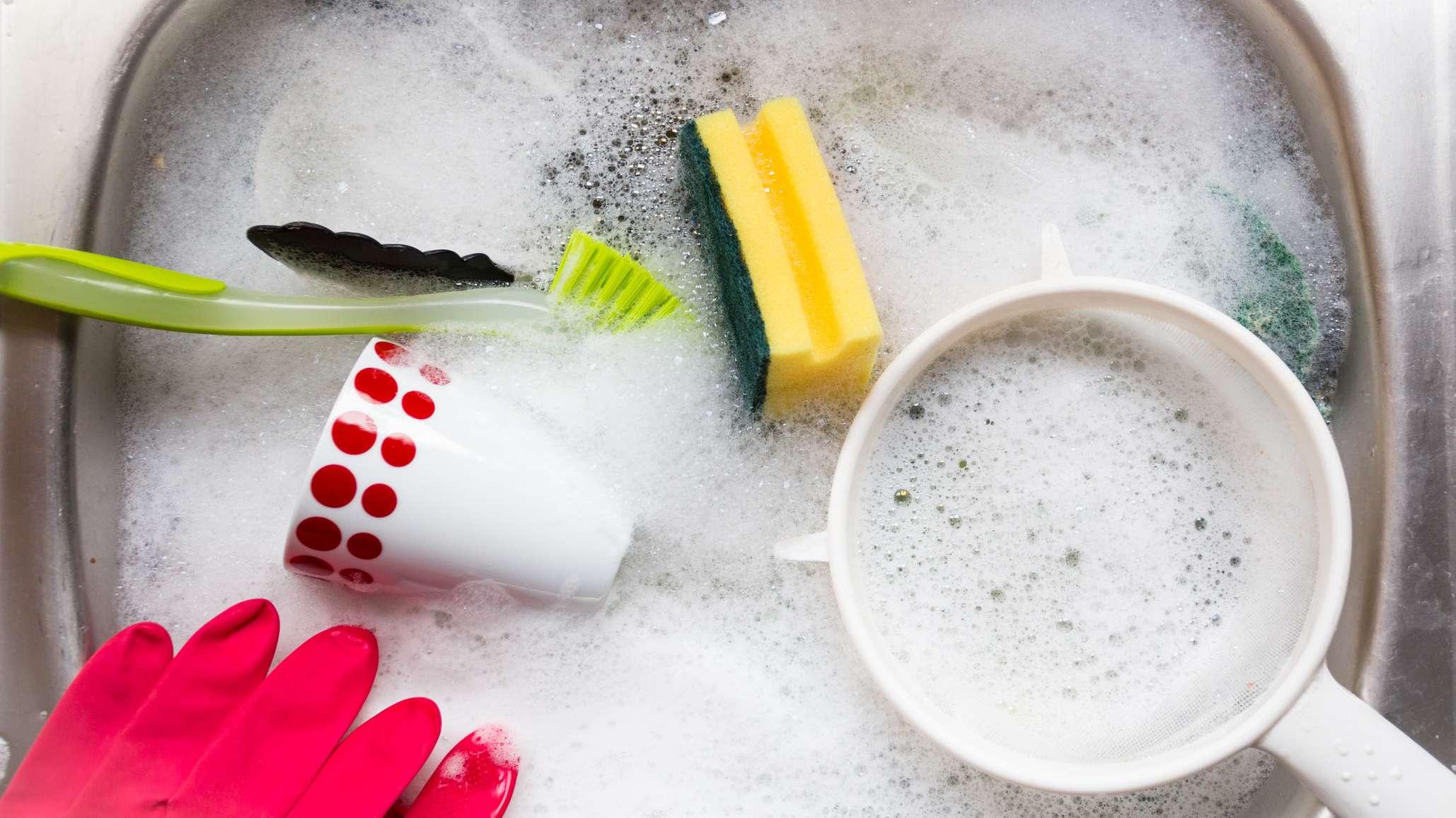 Фото посуды в раковине