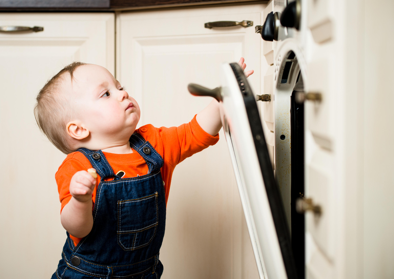 Фото ребенка на кухне