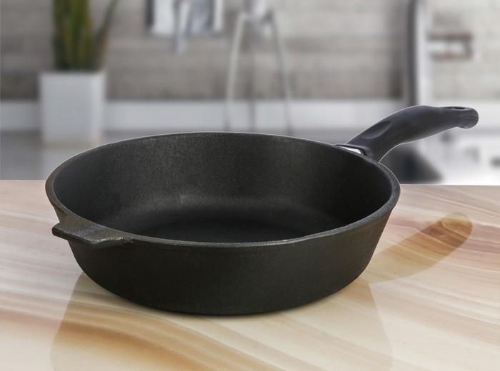 Сковорода Камская посуда на столе
