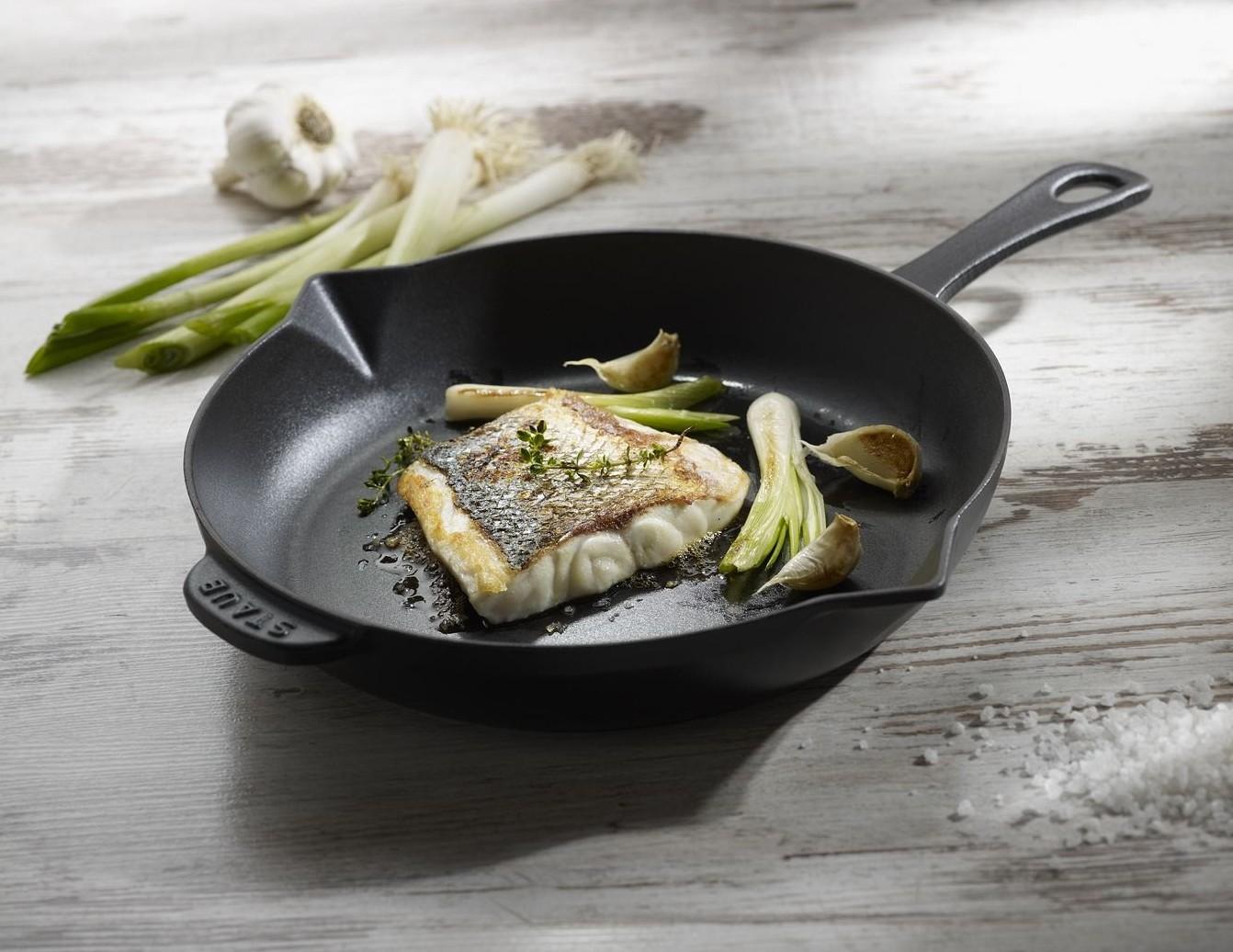 Сковорода Staub с рыбой